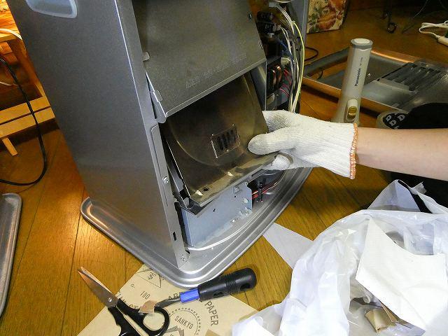 燃焼部のカバーのフタをセット